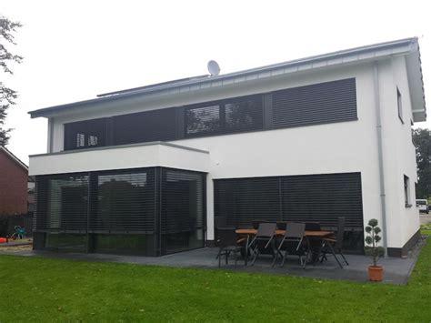 Moderne Fenster Fassade by Die Besten 25 Sonnenschutz Fenster Ideen Auf