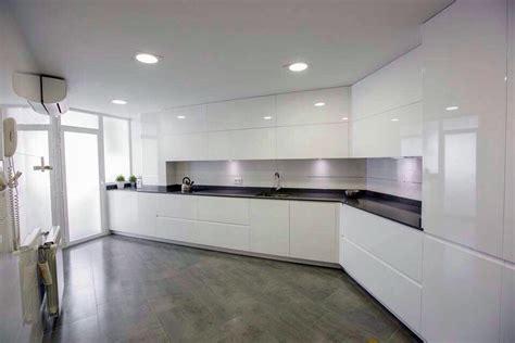 foto muebles lacados blanco brillo de muebles de cocina