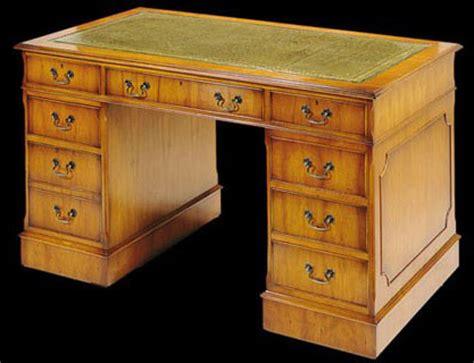 dessus de bureau en cuir bureau caisson anglais en bois de merisier longfield 1880