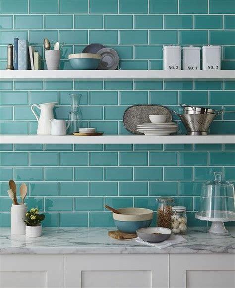 glass tile backsplash kitchen pictures azulejos de metrô são os novos queridinhos da decoração