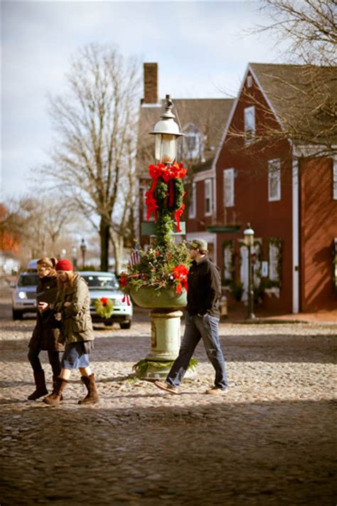 scenes   nantucket christmas stroll yankee magazine