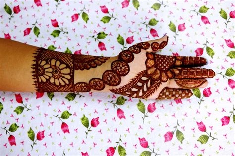 New Mehndi Designs For Eid 2017 Latest Collection