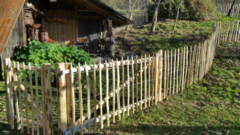 staketenzaun aus kastanienholz