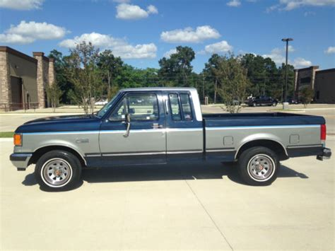 ford   xlt lariat extended cab pickup  door    classic ford     sale