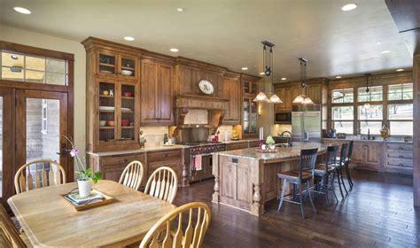 craftsman house plan   bedrooms  vaulted great room plan