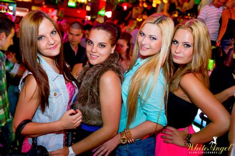 budapest night life  clubs nightlife city guide