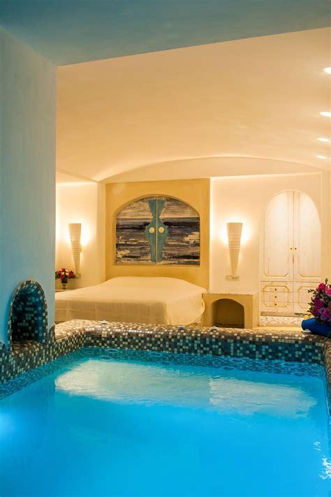 luxury suites  private infinity pool  santorini