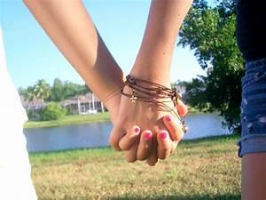 Best Friends Holding Hands by SERENAx33 on DeviantArt