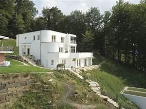 Haus Am Hang : wei es haus am hang mit bodentiefen fenstern frei ~ A.2002-acura-tl-radio.info Haus und Dekorationen