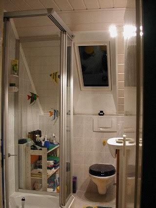 dachschräge dusche verkleidung kleines badezimmer mit schrge parsvending