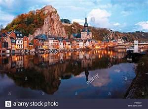 Blick Auf Die Maas Mit Blick Auf Die Stadt Namur Bei Sonnenuntergang  Belgien Stockfoto  Bild