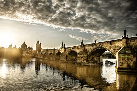 Charles Bridge (Karlův most) - Prague.eu