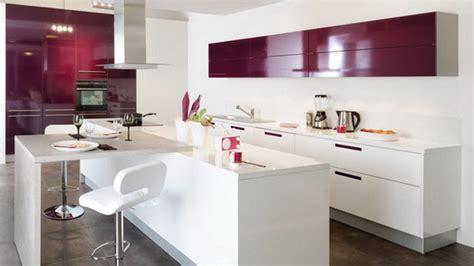 cuisine blanc et violet cusinella elegantne kuhinje in modeli znana blagovna