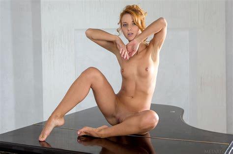 Roberta Berti shows her sexy naked body - My Pornstar Book
