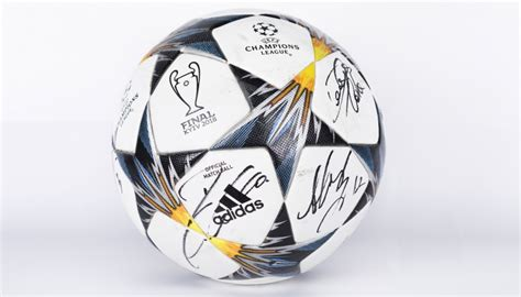 Official UCL 2017/18 MatchBall Signed by Juventus FC Team ...