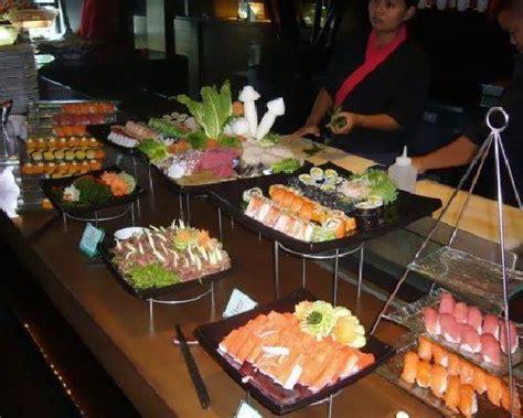 chaises hautes pour cuisine japanese section at buffet brunch photo de mantra