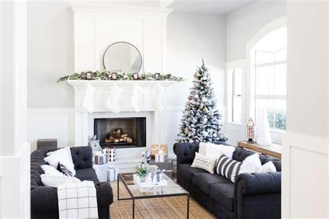 decoracion navidena combinando detalles en blanco  negro