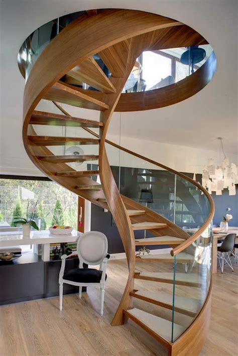 escalier en colimaon en bois un escalier en colima 231 on des id 233 es pour relooker votre int 233 rieur archzine fr