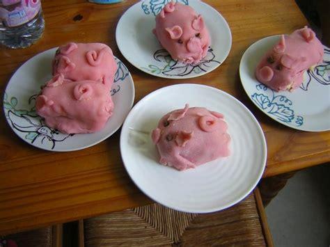 cochon en pate d amande petits cochons en pate d amande de poupee tinnie et copines