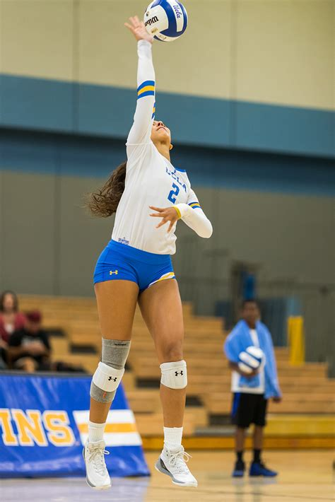 womens volleyball   close call  sweeps california