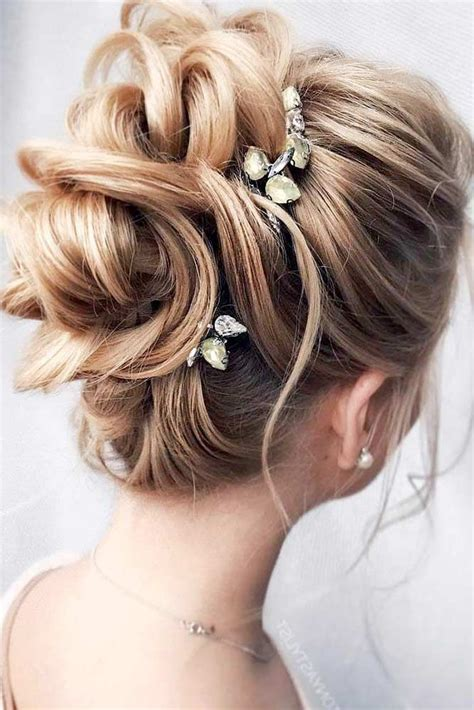 Homecoming Updo Hairstyles by Best 25 Homecoming Updo Ideas On Prom Updo
