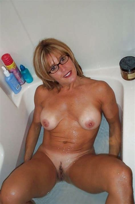Full Frontal Cougars 3 24 Pics
