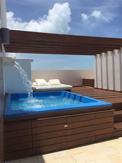 Pin by Elizeth on swimming pool in 2020 | Rooftop design ...