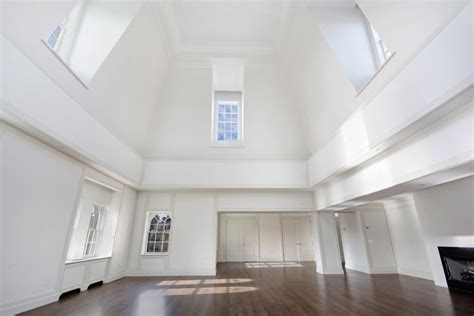 decorating a great room with high ceilings how to decorate a room with high ceilings designed w carla aston