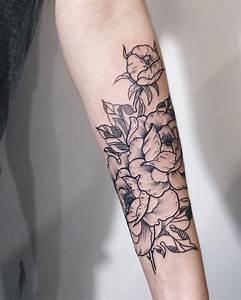 Tatouage Avant Bras Femme Mandala : tatouage rose femme symboliques styles et tendances ~ Melissatoandfro.com Idées de Décoration