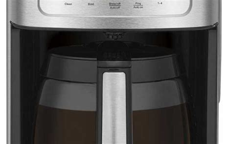 Using our cutting edge coffee technology, the 14 cup programmable coffeemaker can give you hotter coffee without sacrificing taste. cuisinart coffee maker DCC-3200 Coffeemaker