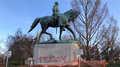 robert  lee statue vandalized  charlottesville