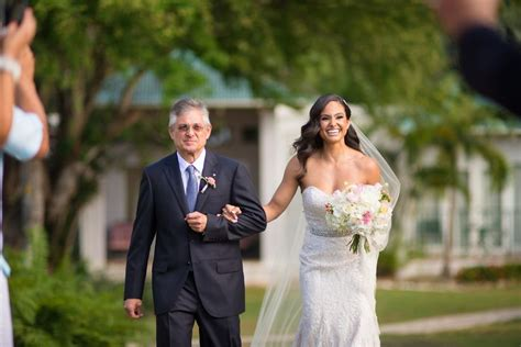 Choose a tempo that matches your natural walking pace. 13 Bride Entrance Songs For an Epic Walk Down the Aisle - WeddingWire