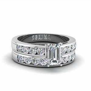 Rapture rage set fascinating diamonds for Emerald cut diamond wedding ring sets
