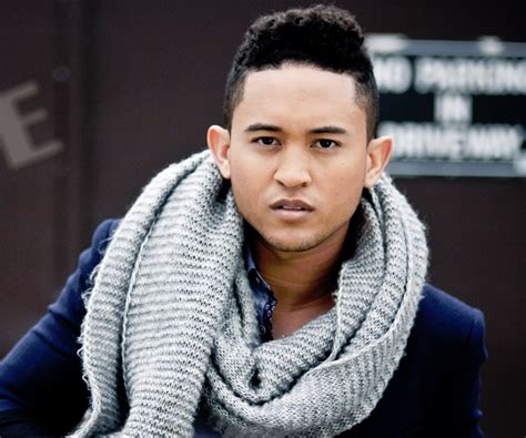 tahj mowry biography facts childhood family life