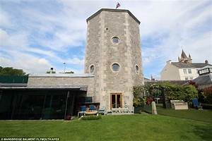 18th Century Octagonal Water Tower In Plymouth Up For Sale