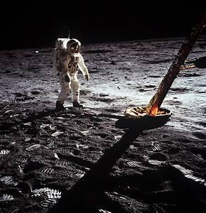 Moon : Multimedia - Buzz Aldrin on the Moon