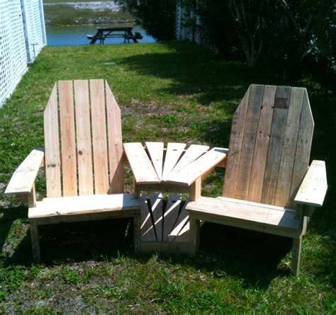 Pallet Settee by Settee From Wood Pallettes The Great Outdoors