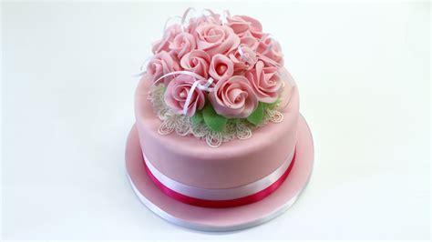 decorazioni torte pasta di zucchero fiori decorare una torta con bouquet di fiori by italiancakes