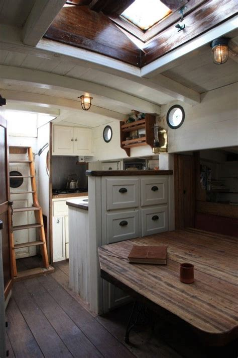 Wooden Boat Interiors by Best 25 Sailboat Interior Ideas On Living On