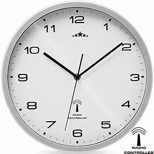 Funkuhr Stellt Sich Nicht : wei silber wanduhr funkuhr quarz funkwanduhr analog uhr 31cm zeitumstellung automatisch soxeno ~ Orissabook.com Haus und Dekorationen