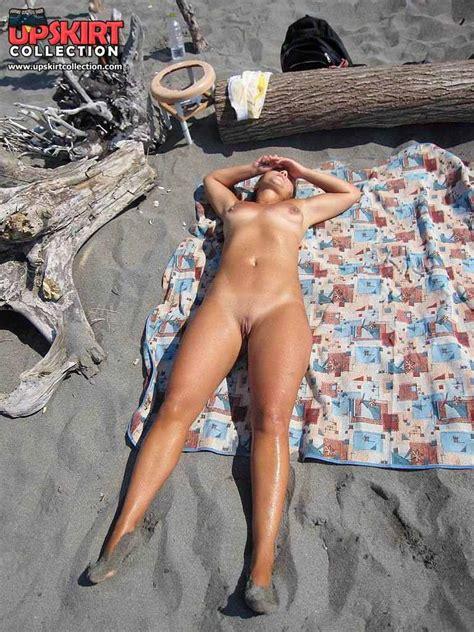 Sexy Amateurs Posing Naked On Public Beach