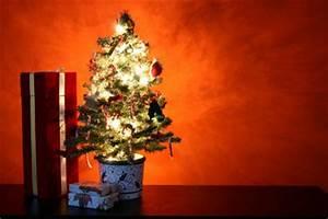 Künstlicher Weihnachtsbaum Wie Echt : k nstlicher weihnachtsbaum wie echt durch geschickte dekoration so geht s ~ Frokenaadalensverden.com Haus und Dekorationen