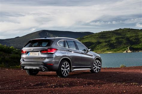 Siriusxm satellite radio is now standard, and led fog lamps are no longer part of the optional convenience or premium packages. BMW X1 krijgt facelift en hybride - VROOM.be