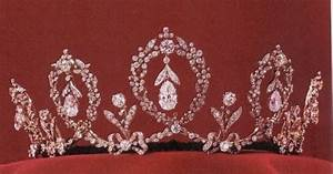 Swedish Crown Jewels - the Connaught Tiara has 5 upright ...