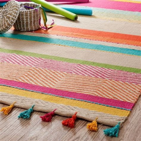 tapis multicolore maisons du monde do brazil la d 233 co version tropicale journal des femmes