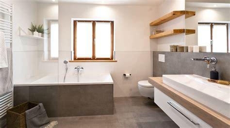 Badezimmer Fliesen Preiswert by Ihr Neues Badezimmer Einfach Sch 246 N Preiswert Bestes
