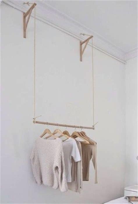 porte habits chambre les 25 meilleures idées concernant portant bois sur