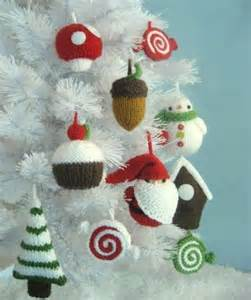 you have to see christmas ornament knit pattern set by amy gaines