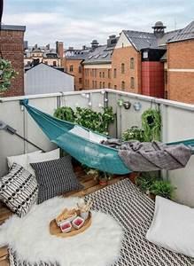 Hangematte balkon und andere einrichtungsideen 15 for Balkon teppich mit tapete steinwand