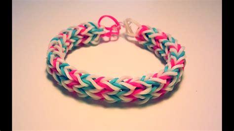 comment faire un bracelet avec des 233 lastiques sans